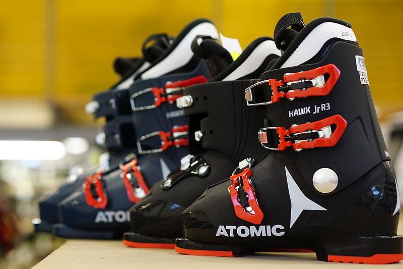 Dětské lyžáky Atomic Hawx Jr na Lyžebraní.