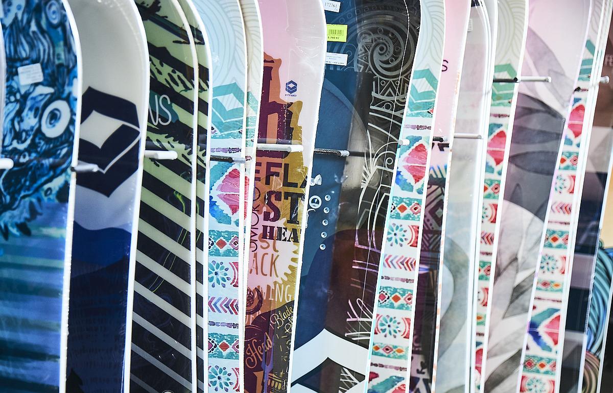 1000 levných snowboardů skladem na Lyžebraní